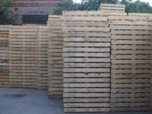 Side view of high quality New 1 Tonne Standard Pallets - Sydney yard
